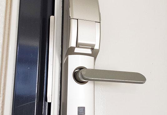 鋼製軽量ドア取付工事